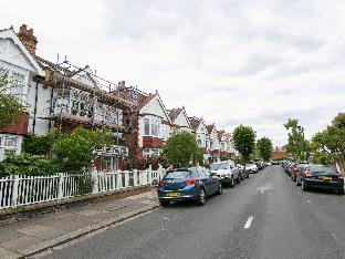 Veeve  5 Bed House St Albans Avenue Chiswick