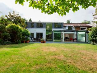 Veeve  5 Bedroom Minimalist Home Hurst Avenue Highgate