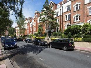 Veeve  2 Bed Flat Honeybourne Road West Hampstead