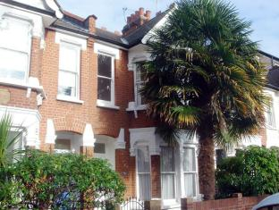 Veeve  2 Bed House Hazeldene Road Chiswick