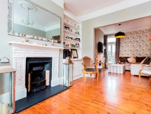 Veeve  3 Bed Family House Gowan Avenue Fulham