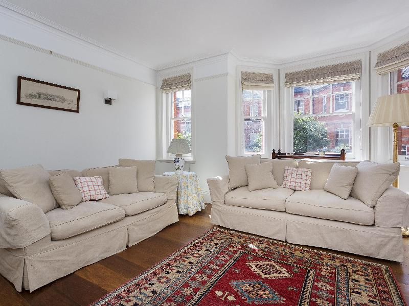 Veeve  4 Bed Apartment Charleville Mansions West Kensington