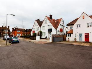 Veeve  Lovely 3 Bed Family Home Broadcates Road Wandsworth