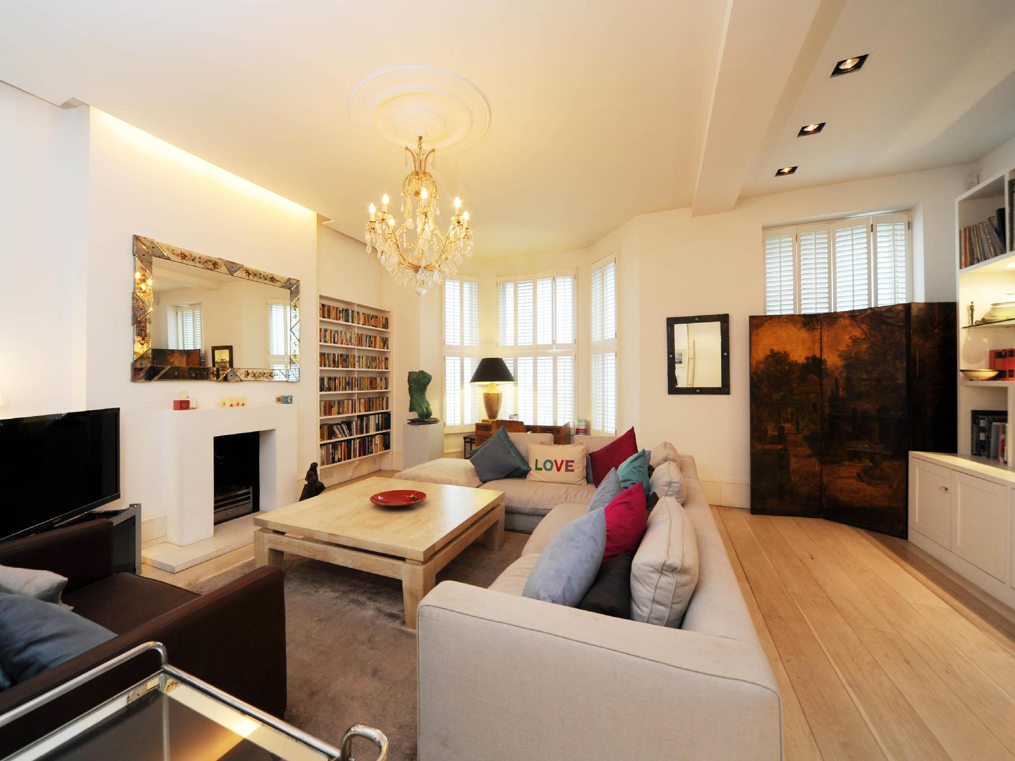 Veeve  Impressive 6 Bed Family Home Holland Park Kensington