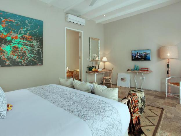 Room & Vespa Suite 4