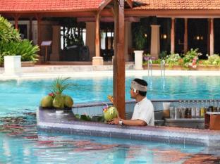 Bali Tropic Resort and Spa Bali - Pool Bar