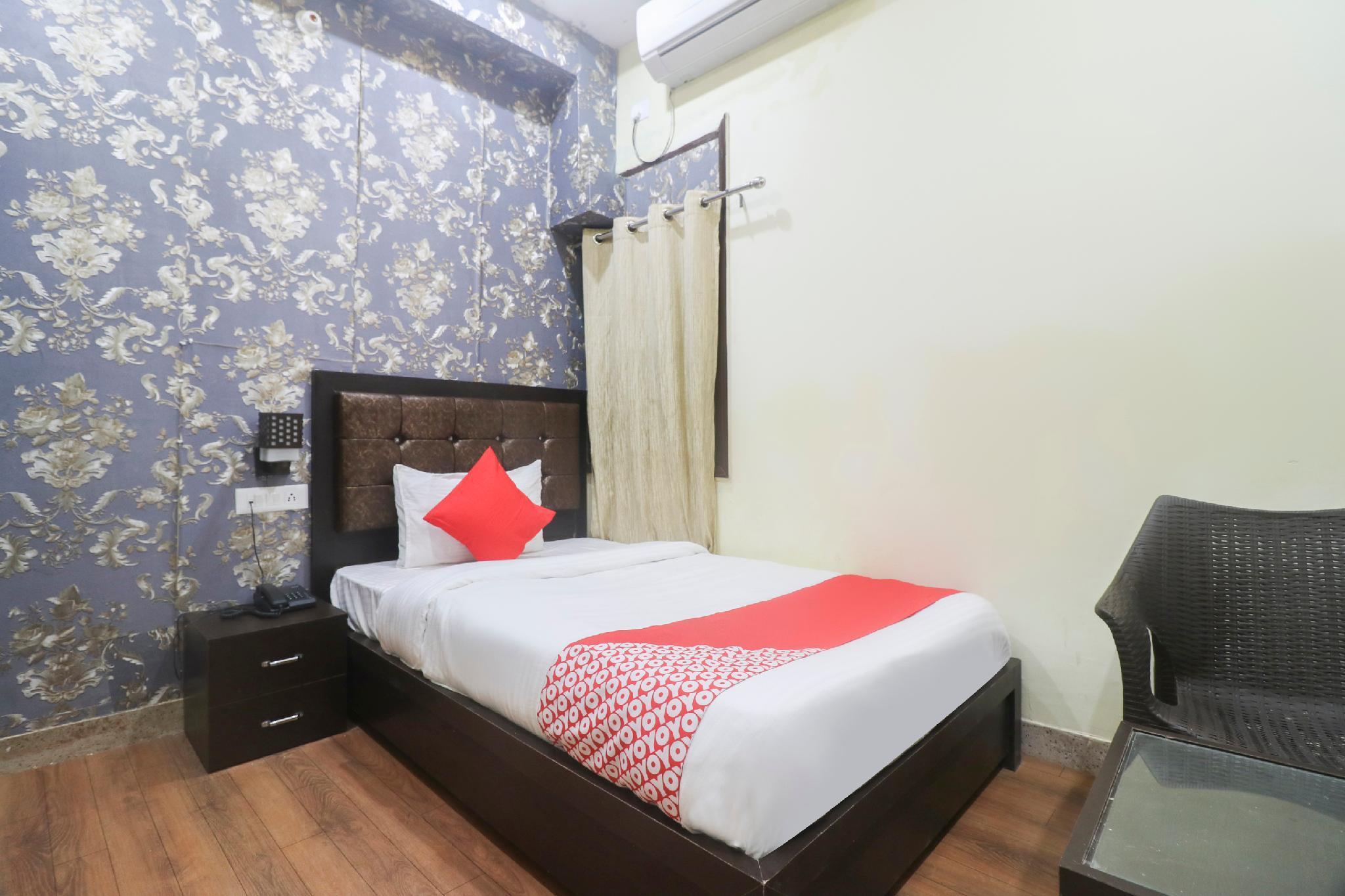 OYO 48509 Hotel Mittram