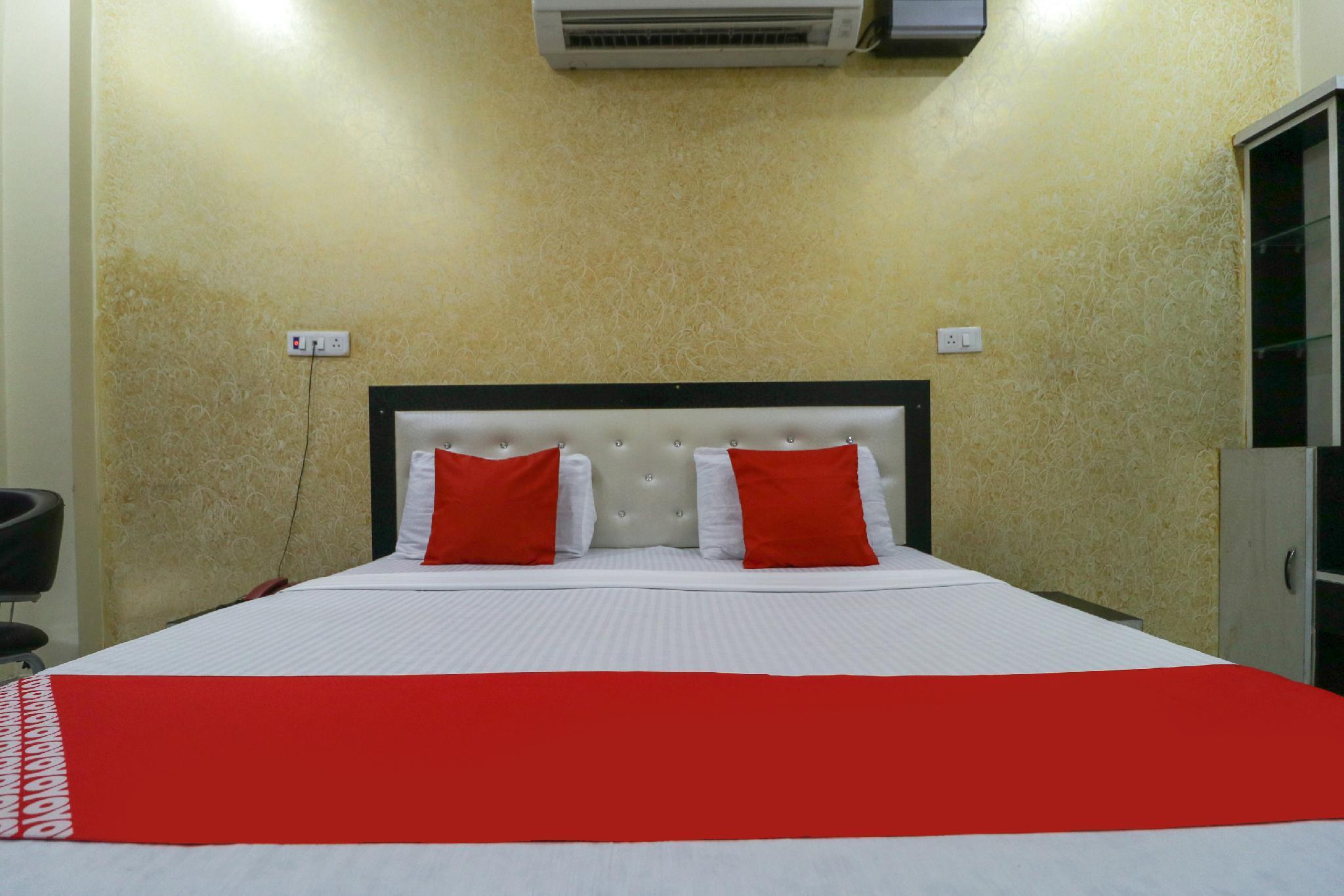 OYO 61677 Hotel Royal Castle