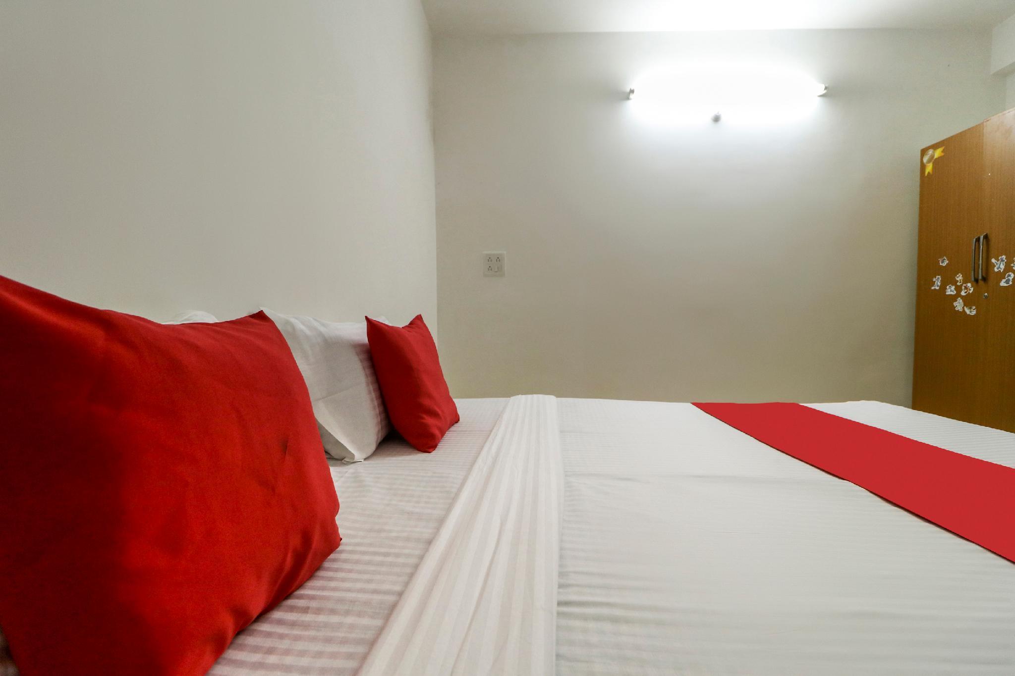 OYO 61582 Hotel Pine Tree