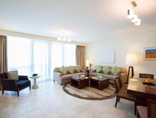 JA Oasis Beach Tower Apartments Dubai - 3 Bedroom Living Room