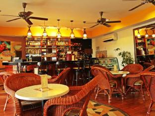 Rainbow Paradise Beach Resort Penang - Planters Lounge