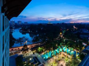 Chatrium Hotel Royal Lake Yangon Yangon - View from Chatrium Club Lounge