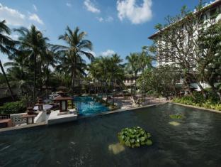 Chatrium Hotel Royal Lake Yangon Yangon - Hotel Pool View from Sunset Terrace