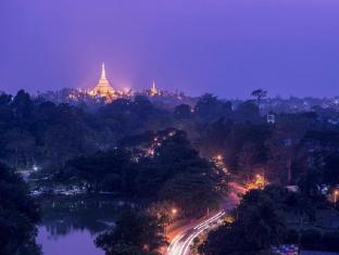 Chatrium Hotel Royal Lake Yangon Yangon - Shwedagon Pagoda View from hotel