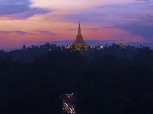 Chatrium Hotel Royal Lake Yangon Yangon - Pagoda view from hotel