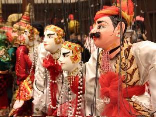 Chatrium Hotel Royal Lake Yangon Yangon - Traditional Puppet