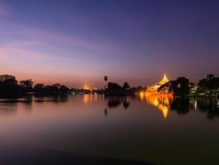 Chatrium Hotel Royal Lake Yangon Yangon - Shwedagon Pagoda and Karaweik Hall