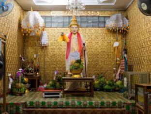 Chatrium Hotel Royal Lake Yangon Yangon - Major attraction in Yangon