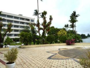 Inya Lake Hotel Yangon - Hotel Aussenansicht