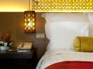 Cebu City Marriott Hotel Cebu City - Plush Marriott Bedding