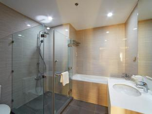 Cebu White Sands Resort and Spa Mactan Island - Suite room bathroom