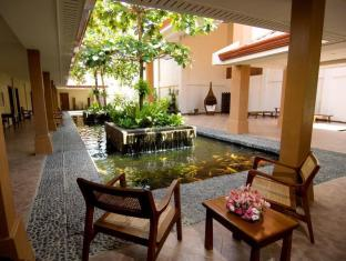 Cebu White Sands Resort and Spa Mactan Island - Courtyard