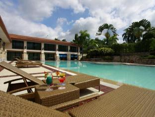 Waterfront Airport Hotel and Casino Mactan Pulau Mactan - Kolam renang
