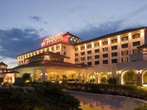 Waterfront Airport Hotel and Casino Mactan