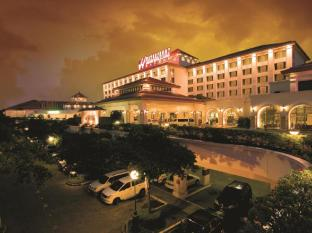 Waterfront Airport Hotel and Casino Mactan Mactan Island - Hotellet udefra