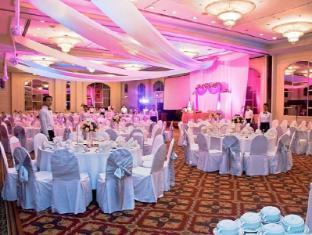Century Park Hotel Manila - Hotellet från insidan