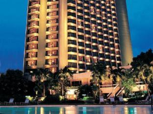 Century Park Hotel Manila - Hotellet från utsidan