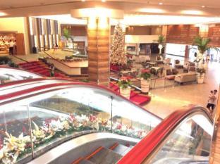 Century Park Hotel Manila - Lobby