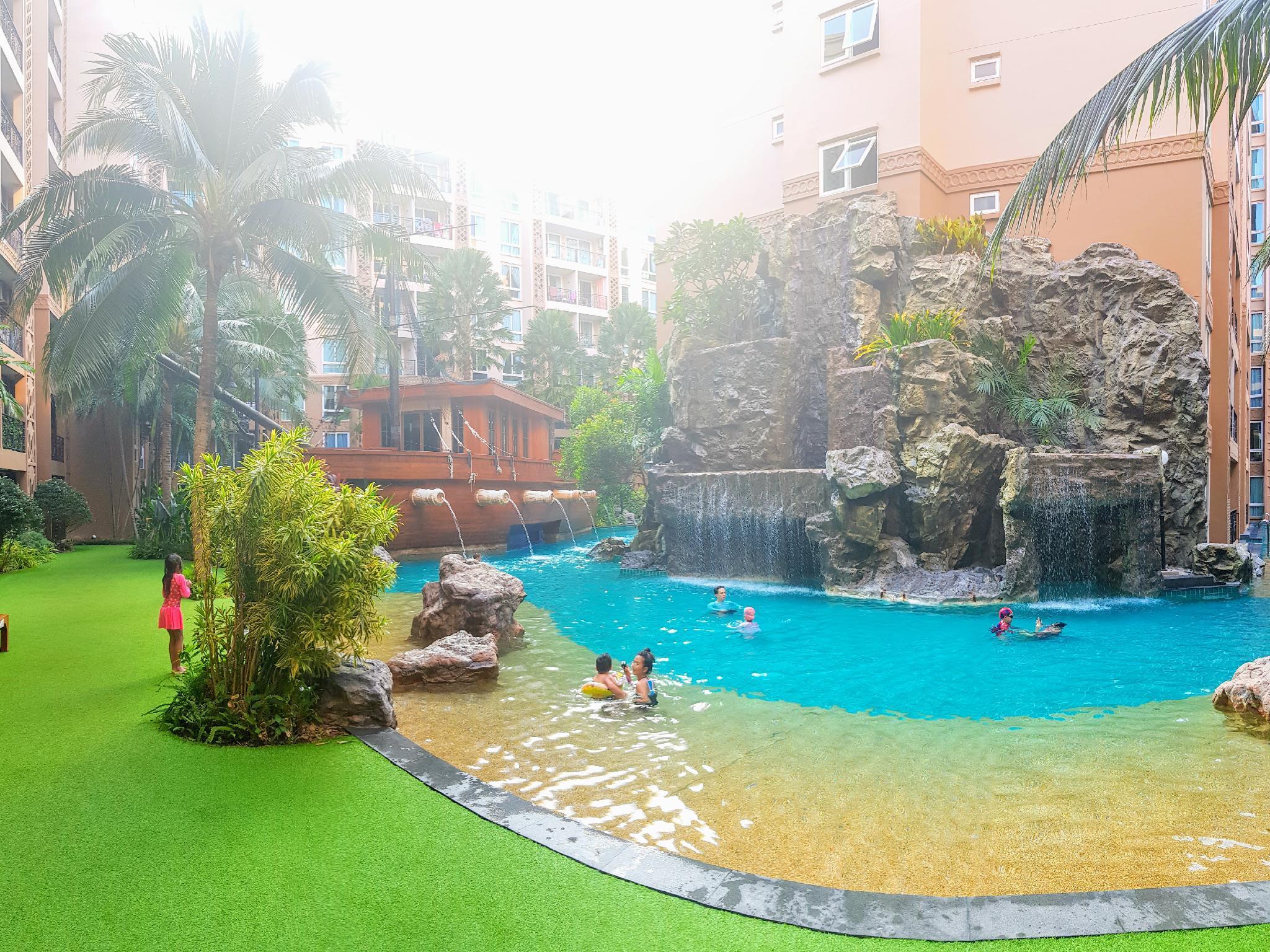 Atlantis Pool View Resort