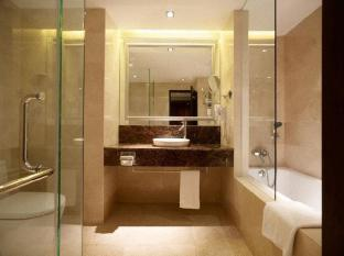 Peninsula Excelsior Hotel Singapore - Premier Club Bathroom