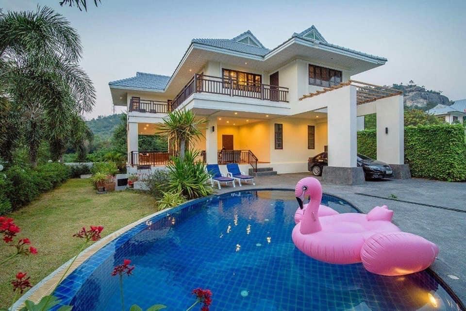 Escape Pool Villa 4BR Soi.88