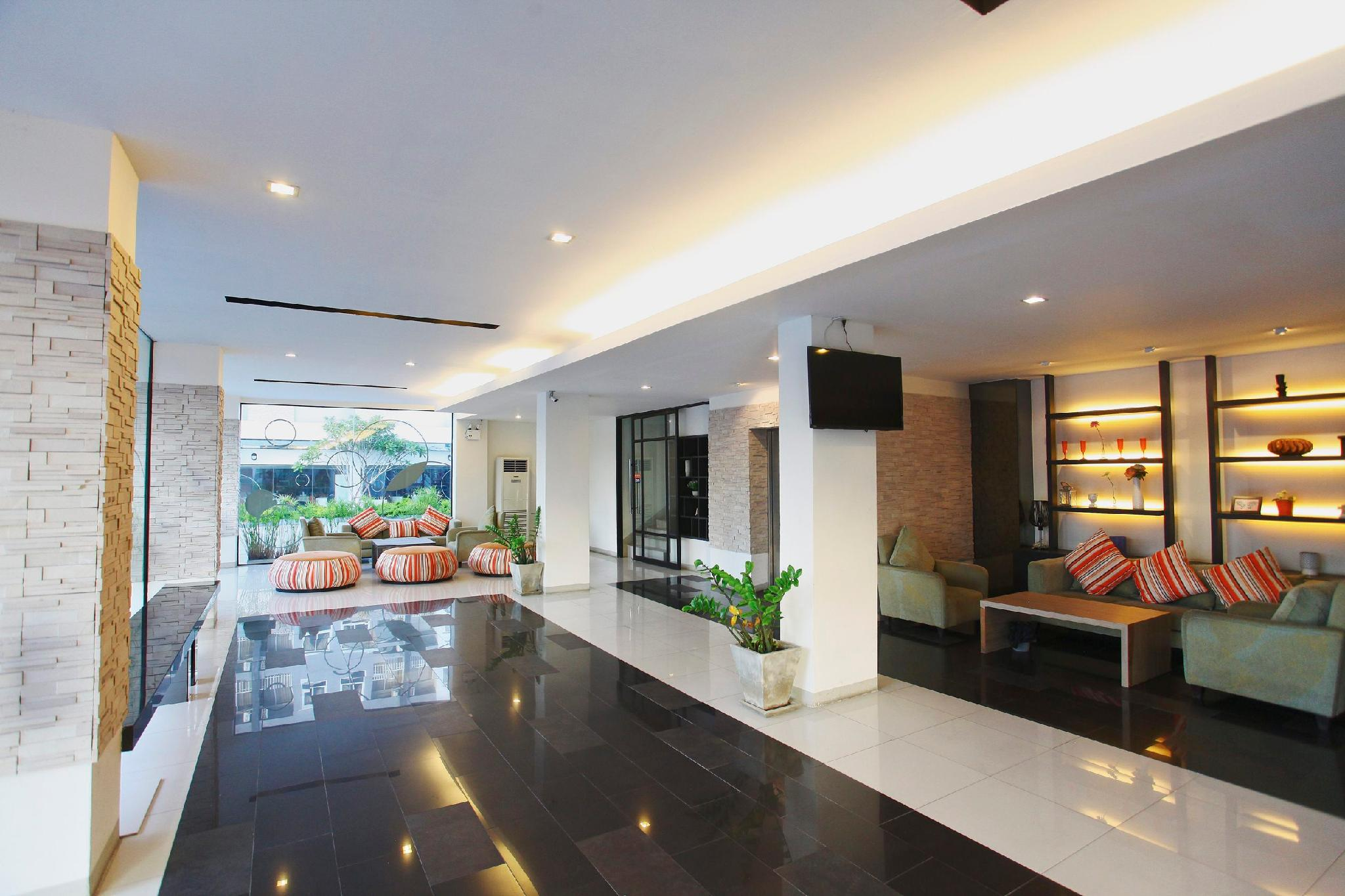 Lee Nova Hotel โรงแรมลี โนวา