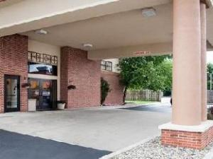 Quality Inn and Suites Niles