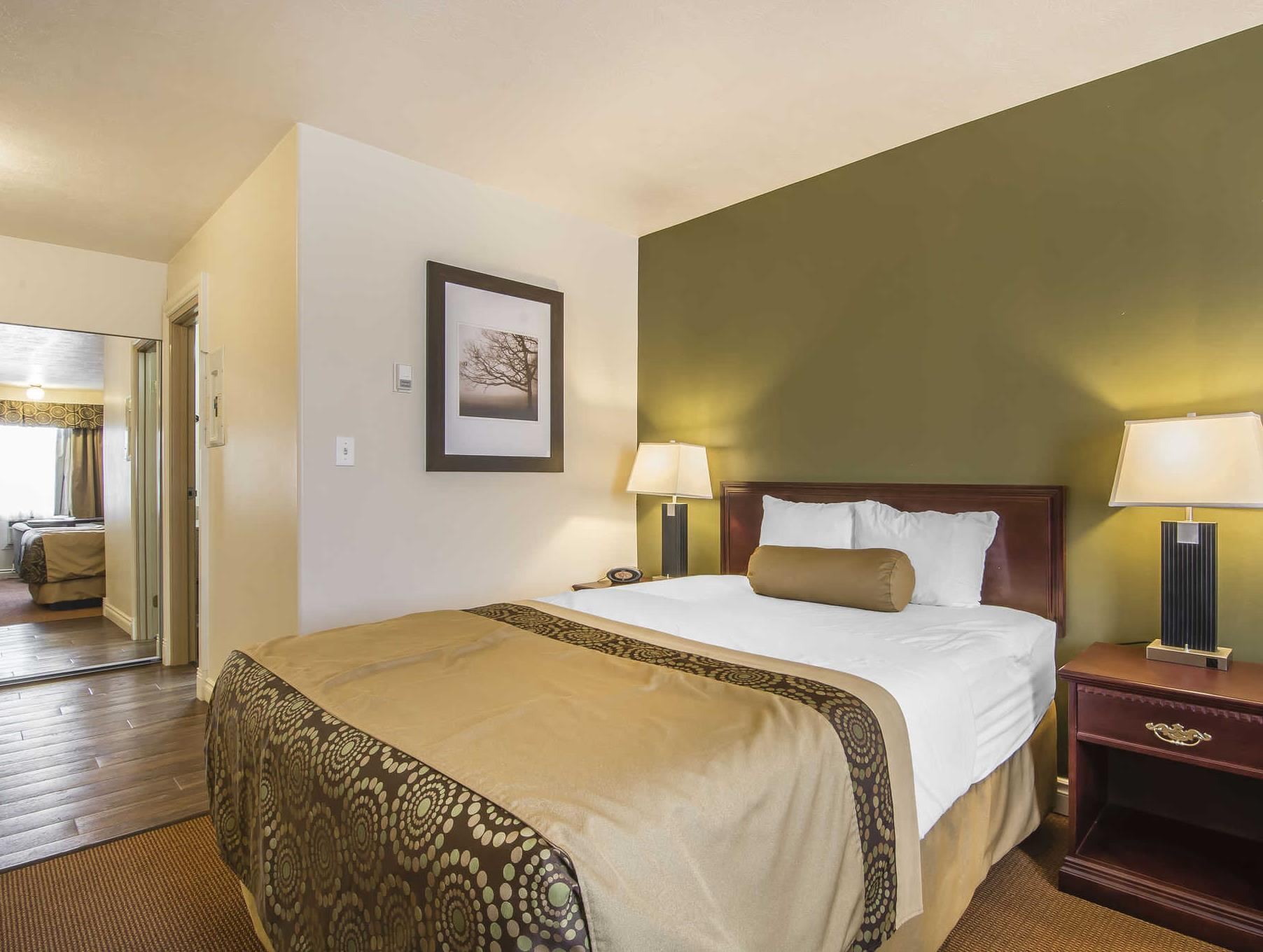 Econo Lodge Inn And Suites