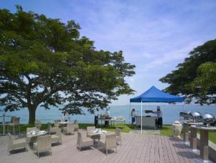 Shangri-La's Rasa Sentosa Resort & Spa Singapore - Barnacles by the sea