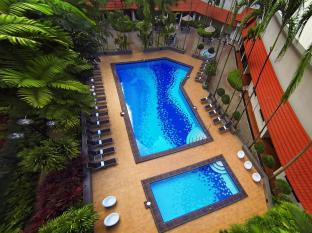 York Hotel Singapore - Swimming Pool
