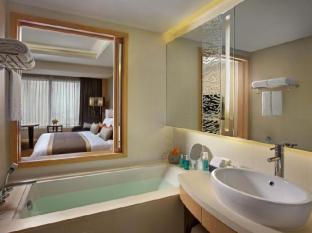 Amari Watergate Hotel Bangkok - Executive Room Bathroom