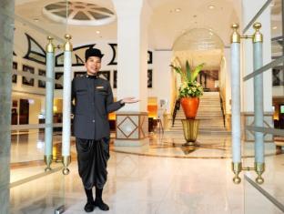 Rembrandt Hotel Bangkok - Entrance