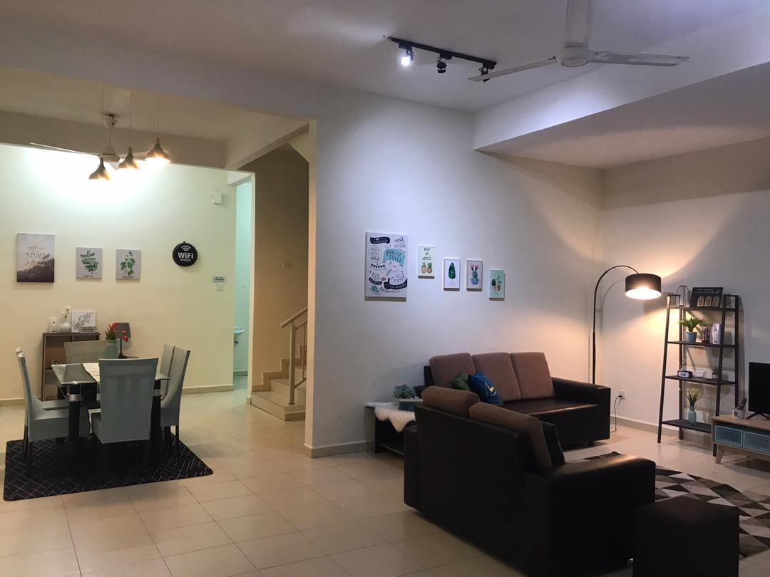 DOUBLE STOREY 4 ROOMS+LIVING ROOM AIRCONDS+WIFI