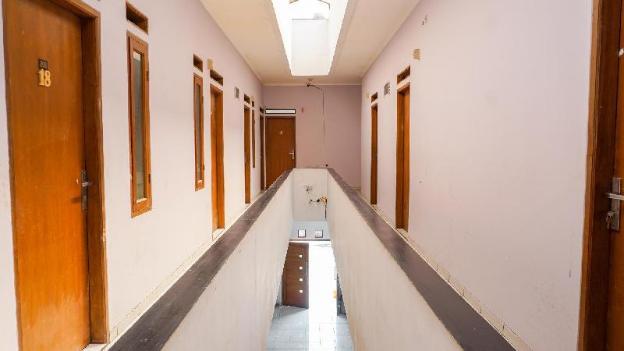 OYO 1932 Srimahi Residence