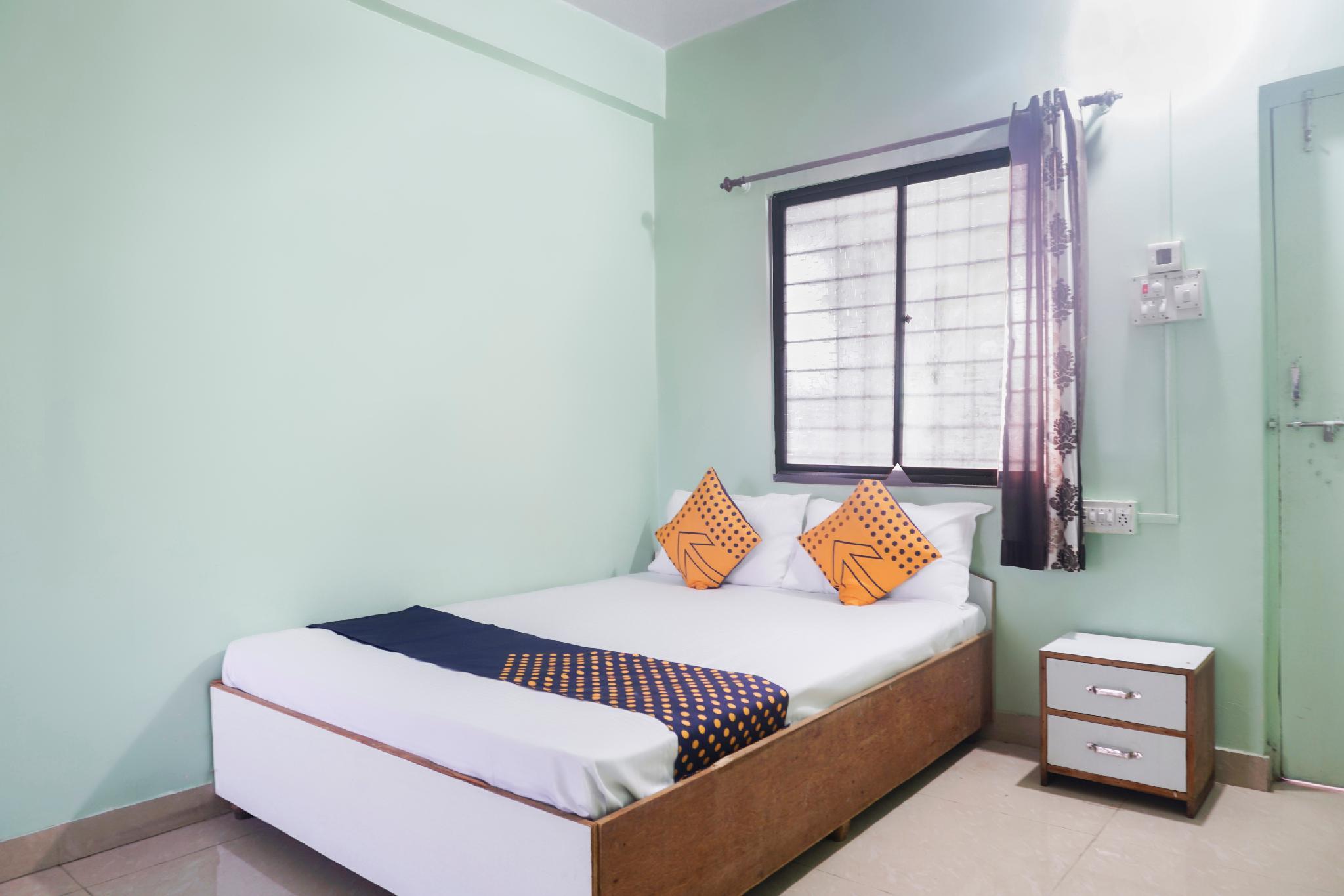 SPOT ON 64144 Hotel Trimurti