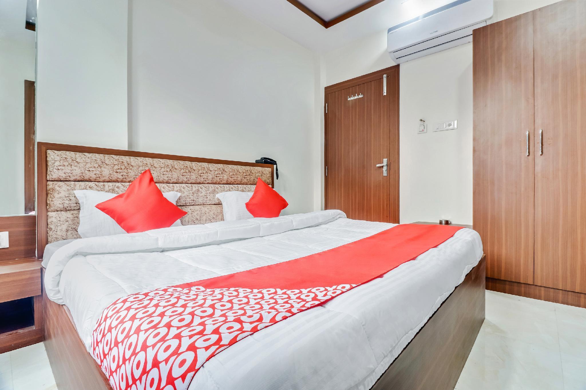 OYO 64310 Hotel Sakshi