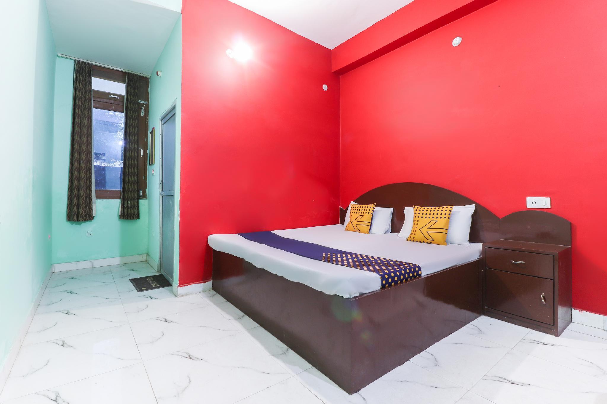 SPOT ON 63801 Hotel Radha Krishna
