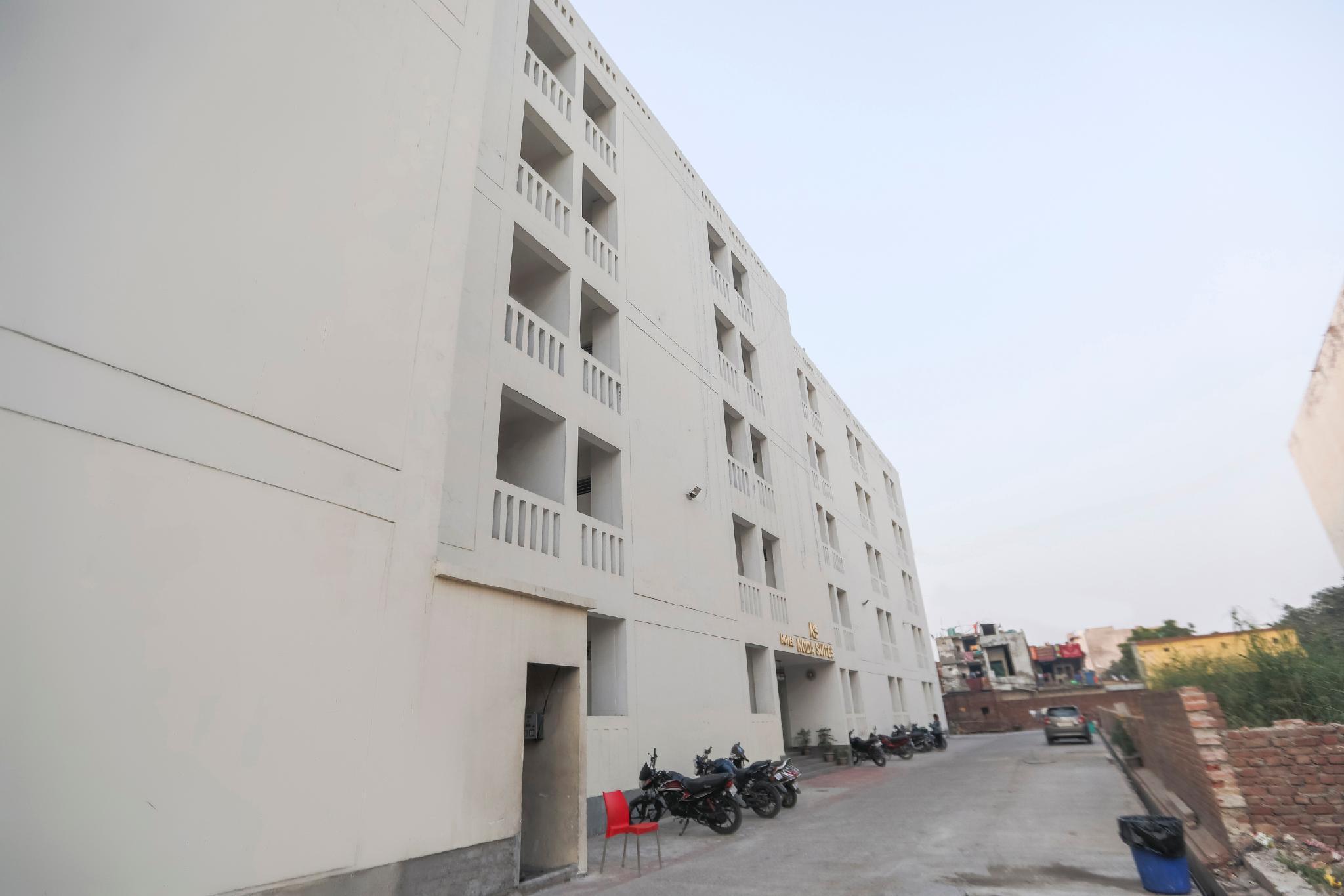 Capital O 64120 Hotel Noida Suites