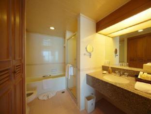 Dusit Island Resort Chiang Rai - Seperate bathtub and shower
