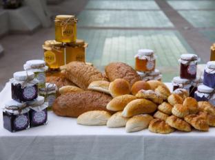 Dusit Island Resort Chiang Rai - Bread with homemade honey and jam